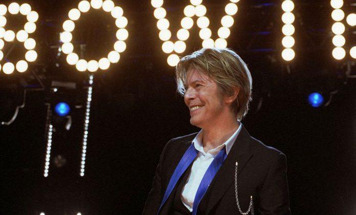 Domtoren em Utrecht na Holanda faz Homenagem a David Bowie