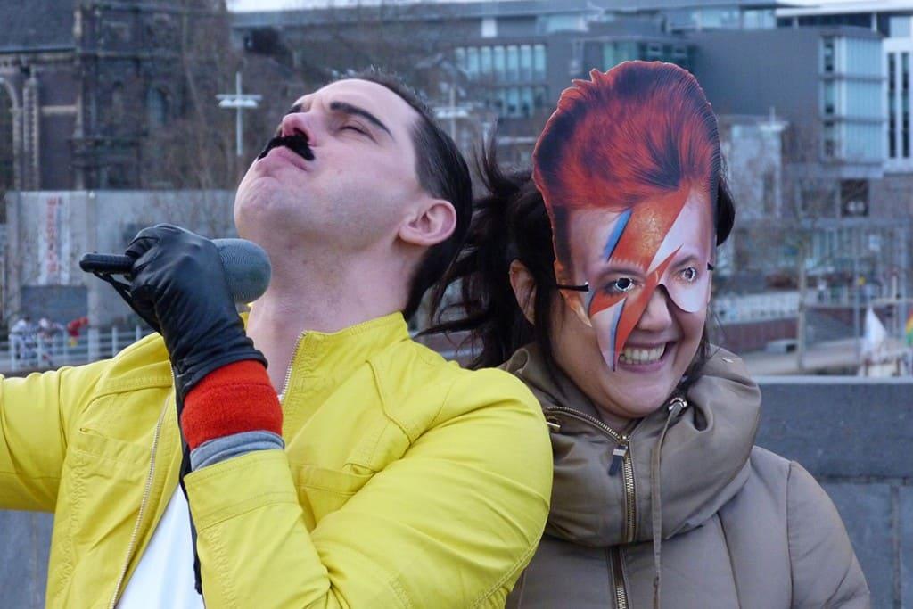 Freddie Mercury e David Bowie juntos no Carnaval!