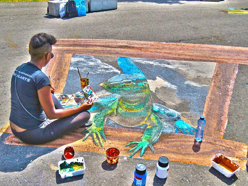 Artista pintando arte em 3D em Arnhem na Holanda