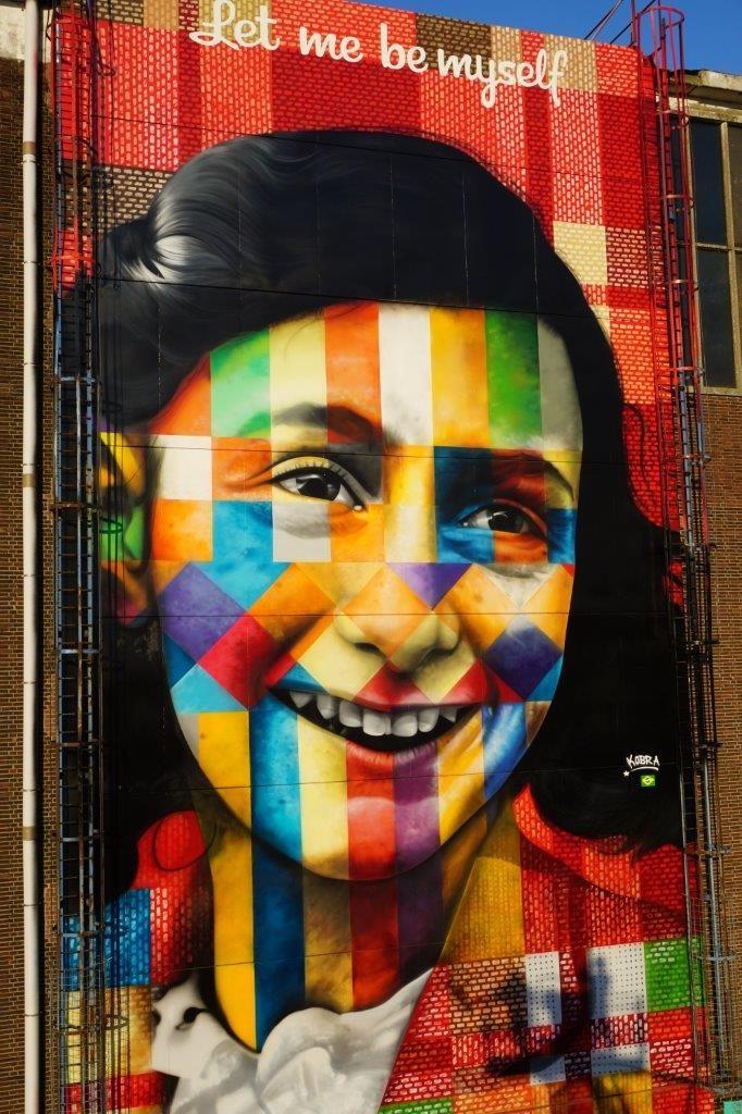 Mural da Anne Frank em Amsterdam feito pelo brasileiro Kobra