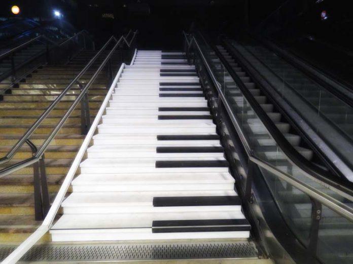 Escadaria-Piano em Roterdã