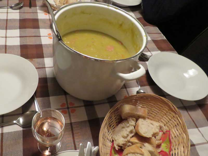 Sopa de ervilha tipicamente holandesa no Sinterklaas