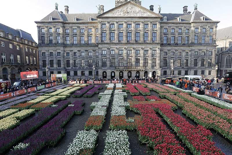 Praça Dam no Dia da Tulipa 2017 com o tema design holandês