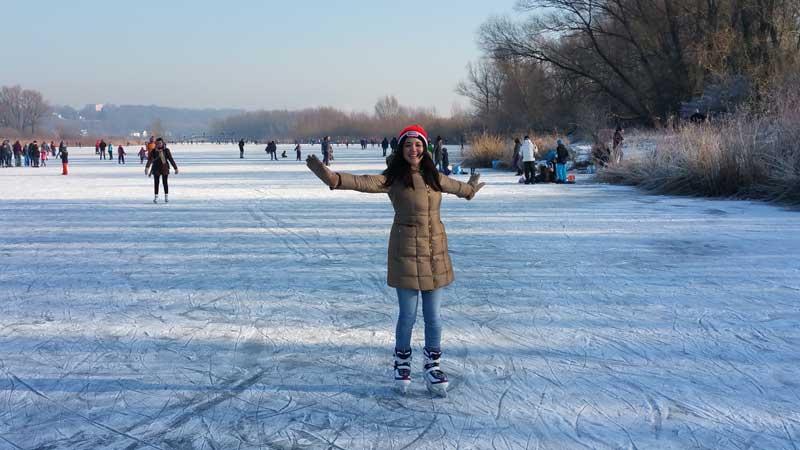 Patiando no gelo ao ar livre em Wageningen