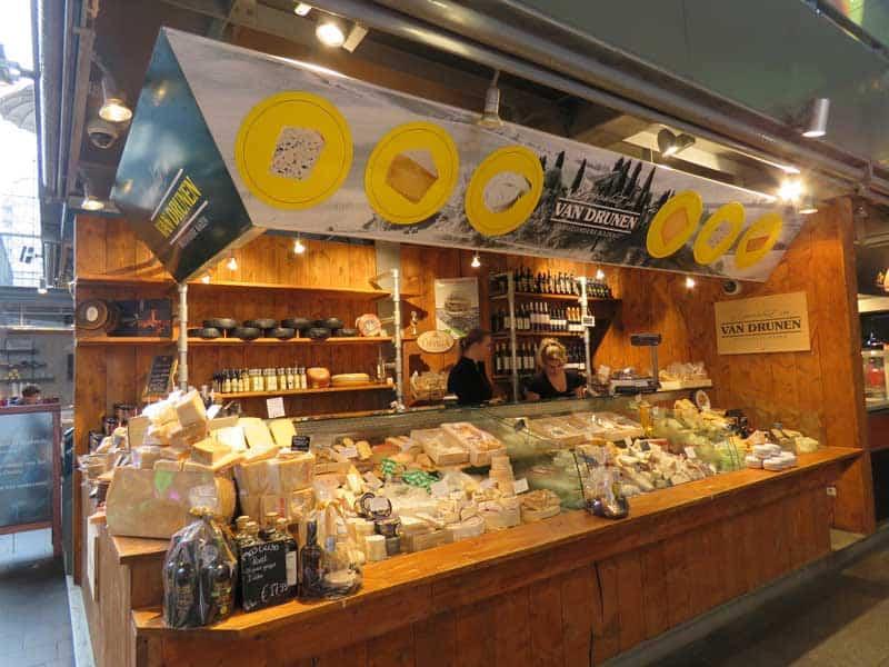 estande de queijo artesanal do markthal, o mercado de Rotterdam