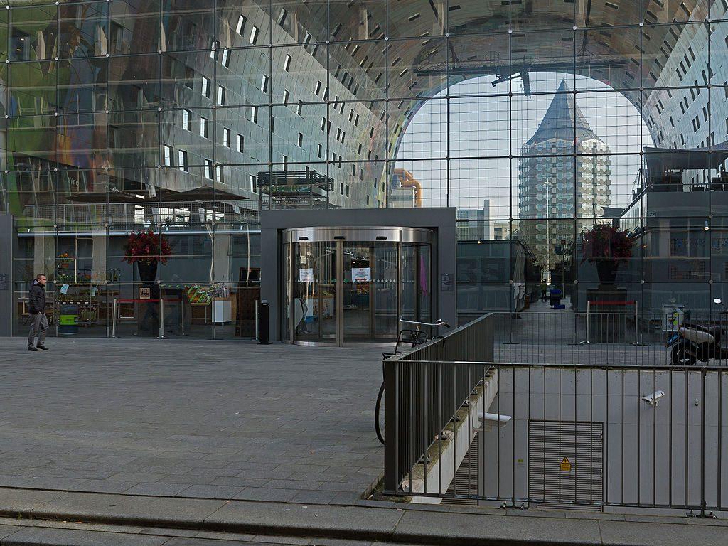 Blaaktoren e Markthal em Rotterdam