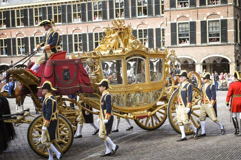 Carruagem holandesa Gouden Koets em Haia durante o Prinsjesdag