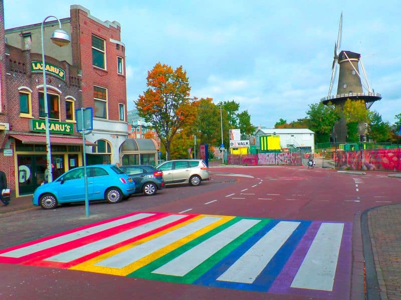Faixa de Pedestre Colorida em Leiden, na Holanda
