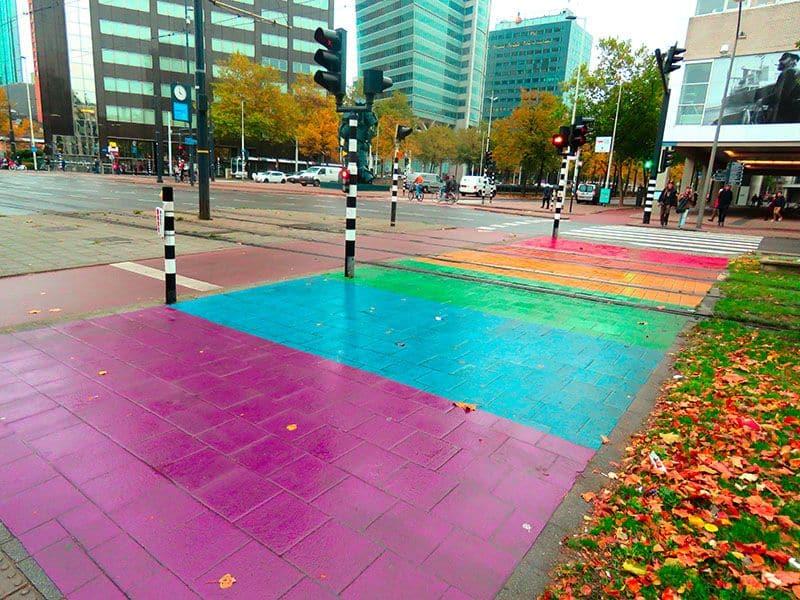 Faixa de Pedestre Colorida em Rotterdam na Holanda