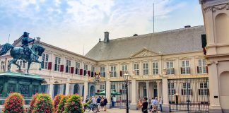 Palácio Noordeinde Paleis em Haia, na Holanda, é o gabinete de trabalho da família real holandesa e está aberto a visitação nas férias de julho