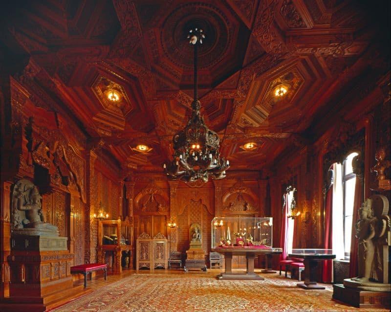 Sala indonésia, de madeira entalhada, no palácio noordeinde em Haia, na Holanda