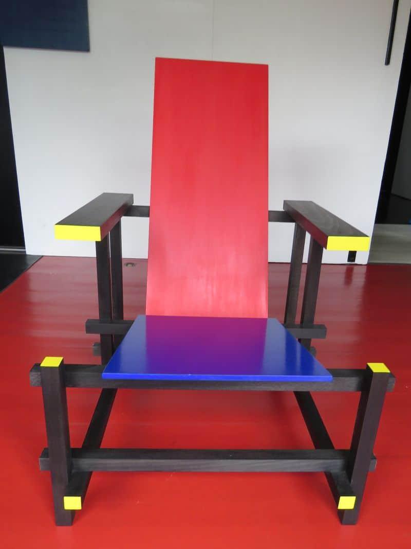Cadeira Vermelha e Azul, de Rietveld, é um ícone do Movimento De Stijl