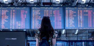 Painel de embarque no aeroporto