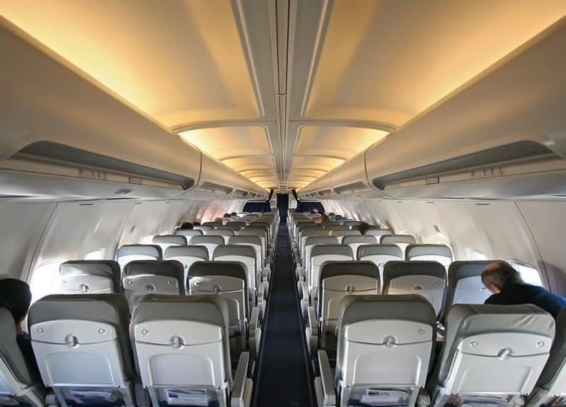 assentos do avião na classe econômica