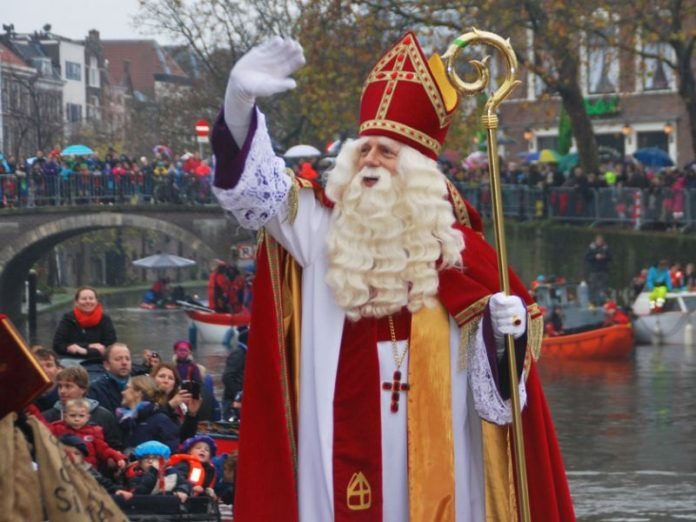 Desfile do Sinterklaas, com a chegada dele de barco para a festa de São Nicolau em Utrecht, na Holanda