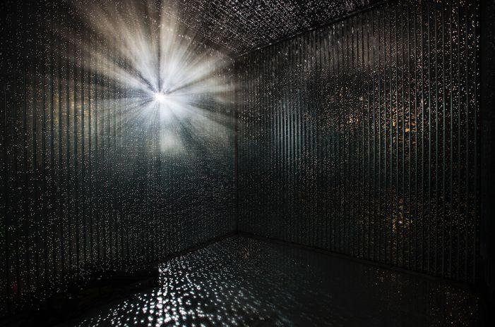 instalação na rota terrestre do Amsterdam Light Festival que simula o espectro de brocken.