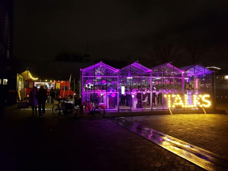 cafeteria da rota terrestre do Amsterdam Light Festival na Holanda
