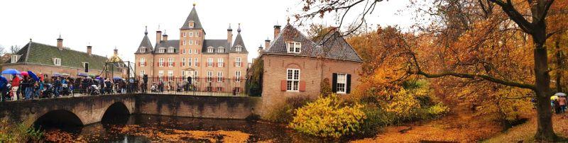 Foto Panorama do Castelo Renswoude durante a Parada do Sinterklaas no Outono da Holanda