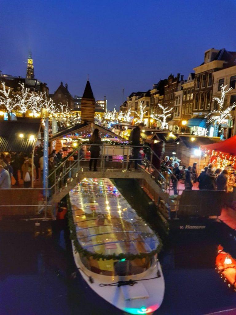 Mercado de Natal Flutuante em Leiden, na Holanda