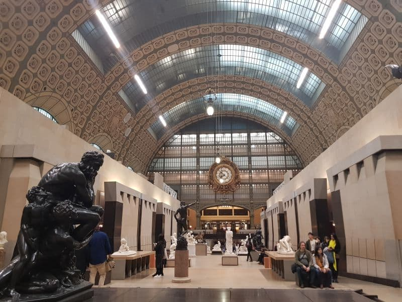 Interior do Museu D'Orsay em Paris