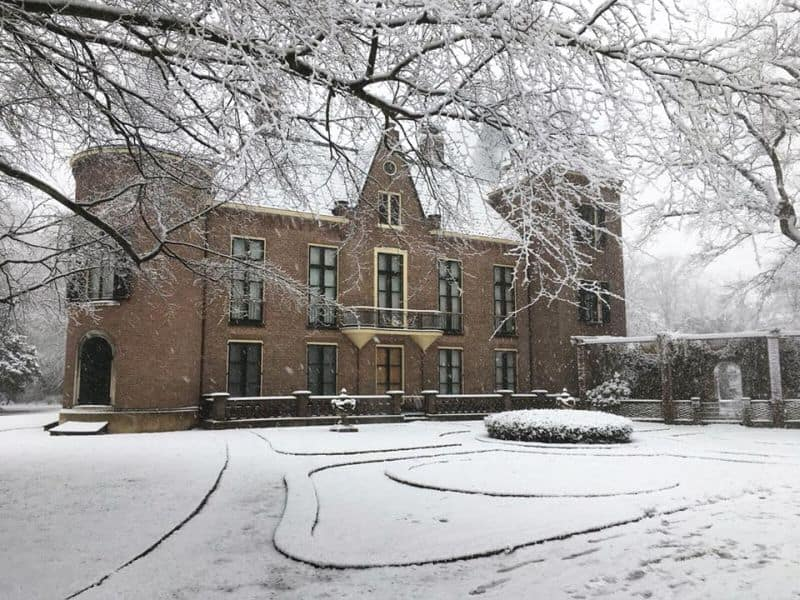 castelo keukenhof em lisse, na holanda, vizinho do famoso parque keukenhof das tulipas, debaixo de neve