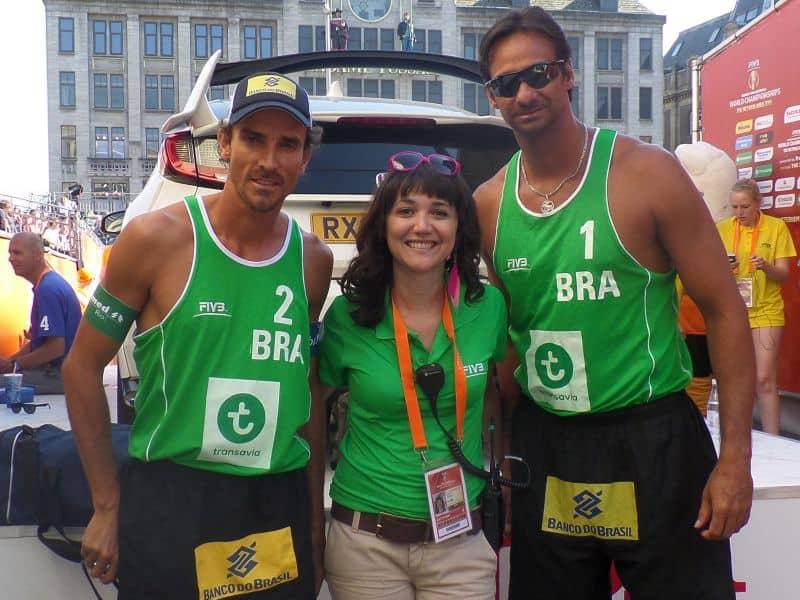 eu com os jogadores Emanuel e Ricardo durante o Mundial de Volei de Praia de 2015 em Amsterdam, onde fiz trabalho voluntário