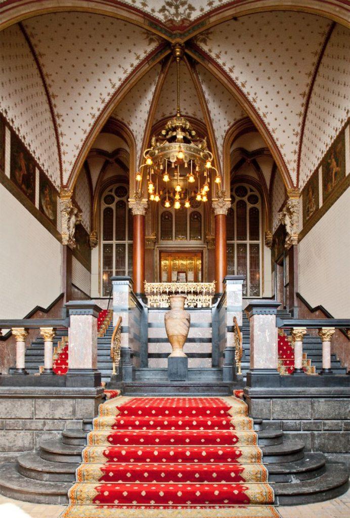 O que fazer em Amsterdam: ver a escadaria da Sala de Espera da Família Real na Estação Amsterdam Centraal
