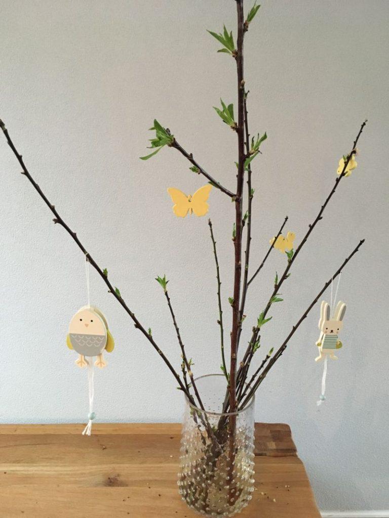 Paastakken, galhos secos usados na decoração de Páscoa na Holanda