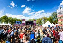 Palco em Den Bosch do Festival do Dia da Libertação na Holanda