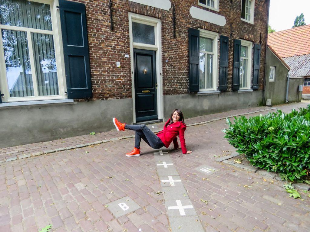 casa na divisa da bélgica com a holanda em dois números diferentes. ela fica entre as cidades de baarle-nassau e baarle-hertog