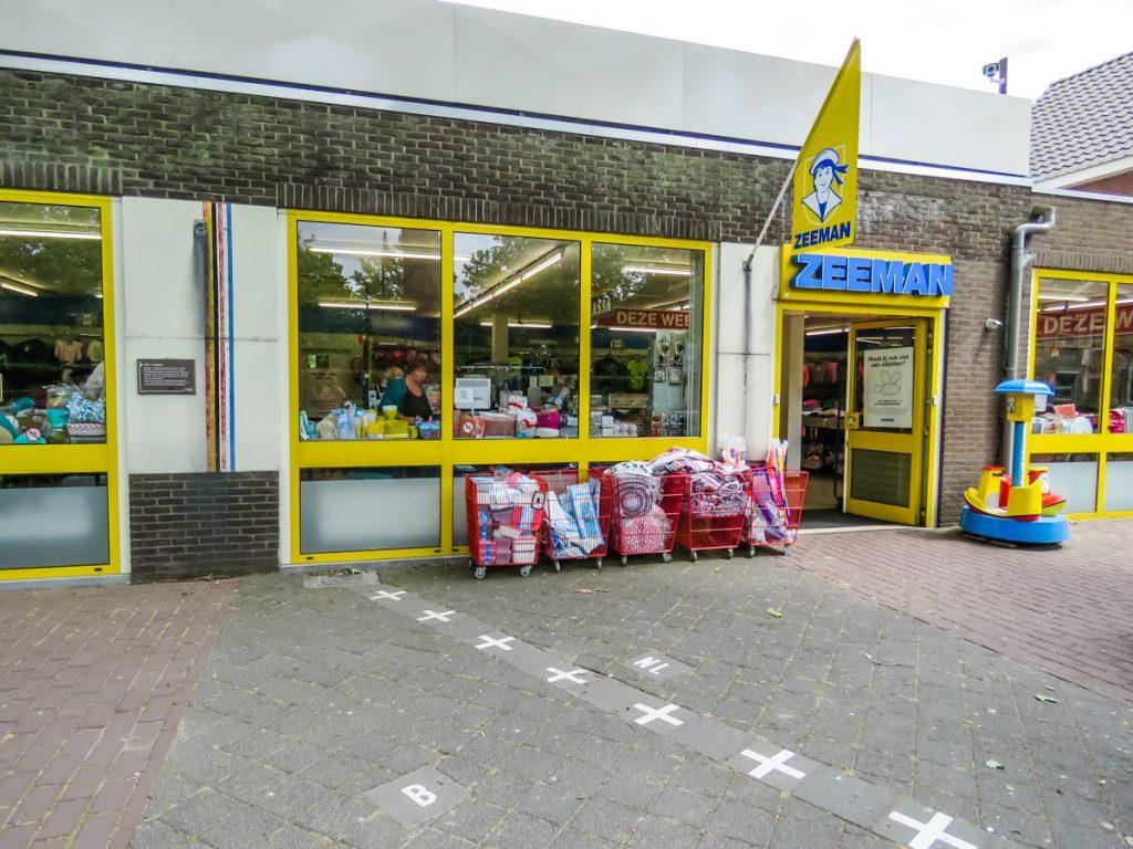 Loja Zeeman fica na divisa de Bélgica e Holanda, em Baarle-Nassau e Baarle-Hertog